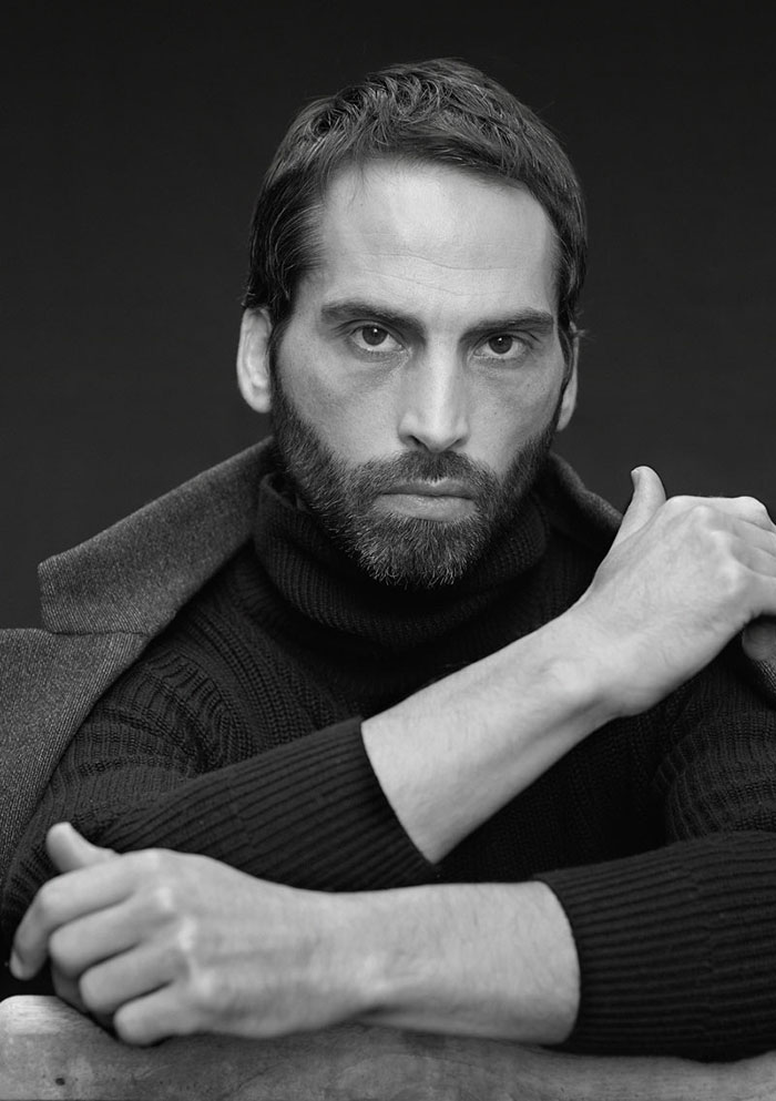 Bruno-Tyzio-mannequin-homme-model-fashion-model-french-actor-modeling-comedien-mains-handmodel-detail-9070V2-WEB-AW-2020-1
